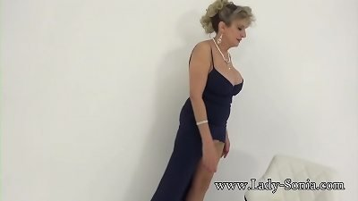 JOI fun with fantastic buxom older damsel Sonia
