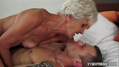 magnificent GILF Aliz have a load with a enormous young pink cigar