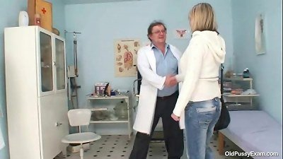 huge tits mummy Agnesa perverted vag exam