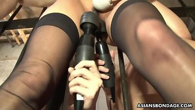 yummy Aoi Mikami is screaming while getting fingerfucked