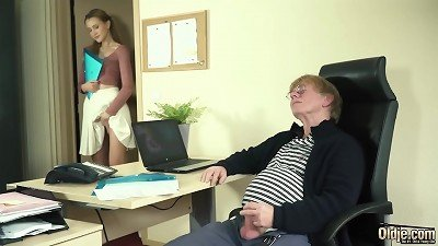 young Intern poked by aged guy hard-on in the office